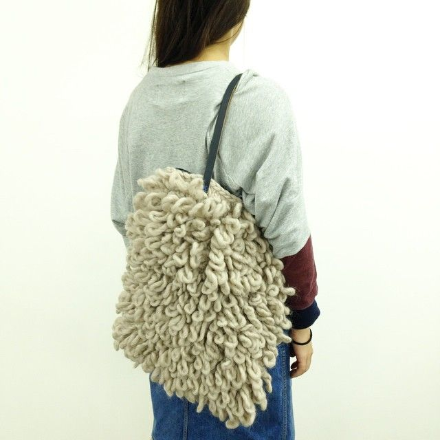 """@giiton's photo: """"CRAZY SEXY WOOL × BUREL*   WOOL AND THE GANGの太い毛糸:CRAZY SEXY WOOLとポルトガルのウール生地:BURELを組み合わせてバッグに。 ボリュームたっぷりでおすすめのアレンジ◎"""""""