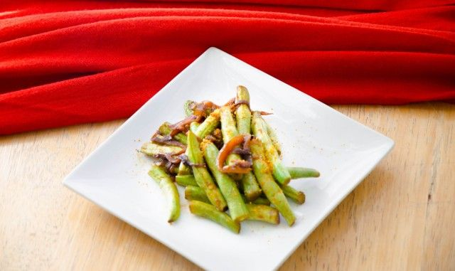 Quick Roasted Green Beans http://indianinfluence.ca/quick-roasted-green-beans/