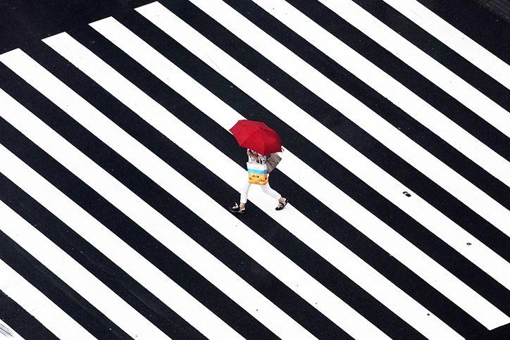 Yoshinori Mizutani captures the colourful, rain soaked commuters of Tokyo via Its_nice_that
