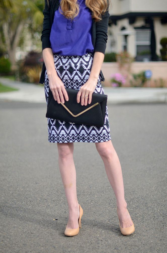 Love this skirt. Look for fabric?