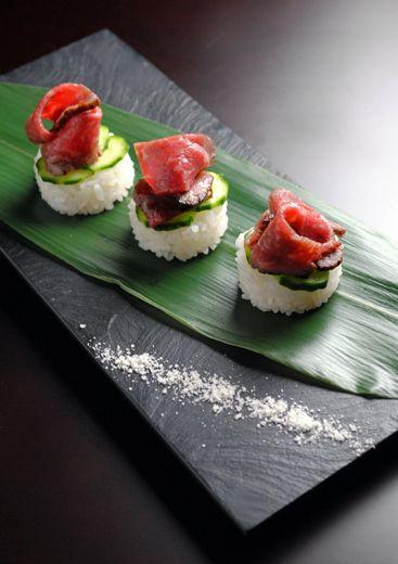 Tataki-style Japanese roast beef sushi