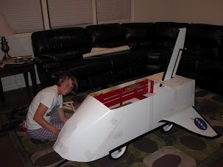 Pictures of how to make a wagon into a space shuttle.  Perfect for our little astronaut on Halloween for ToTing!!