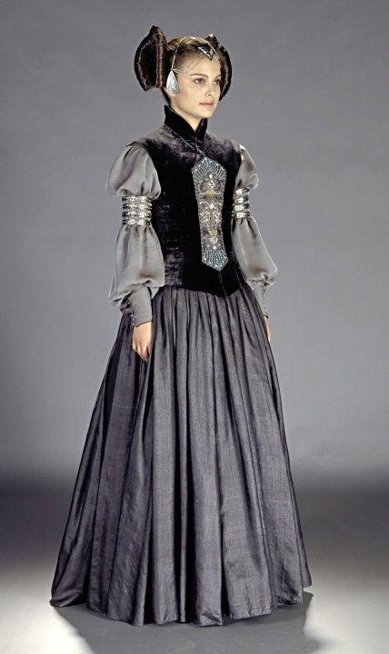 Je n'aime pas particulièrement Padmé, mais elle a toujours des robes fabuleuse.