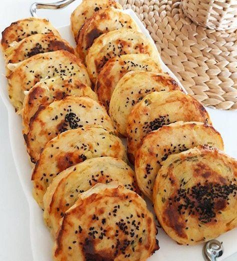 Hazır yufkayla yapabileceğiniz enfes bir börek, Sizde patatesli dilim börekten yapıp kahvaltıda yiyebilirsiniz.