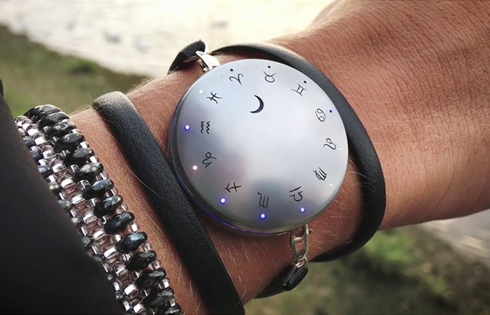 The Moontrak wearable puts a new spin on activity tracking and notifications. Now live on Kickstarter.  #Kickstarter #wearables #wearabletech #moon