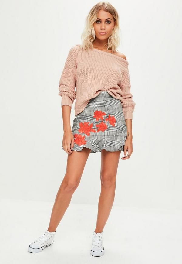 This nude jumper features a cropped length, off the shoulder style and knitted finish.