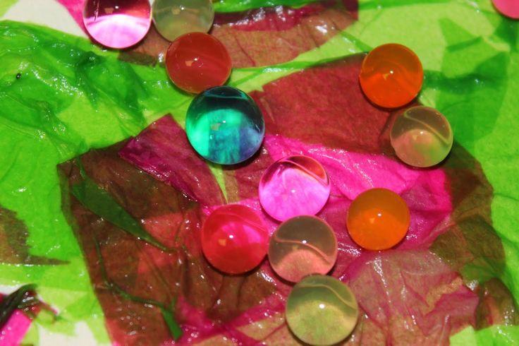 Игра с цветом - мокрая оберточная бумага и водяные бусины