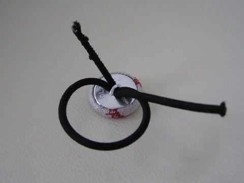 くるみボタンのヘアゴム と ゴムの結び方 - あたたかく ほがらかな まなざし