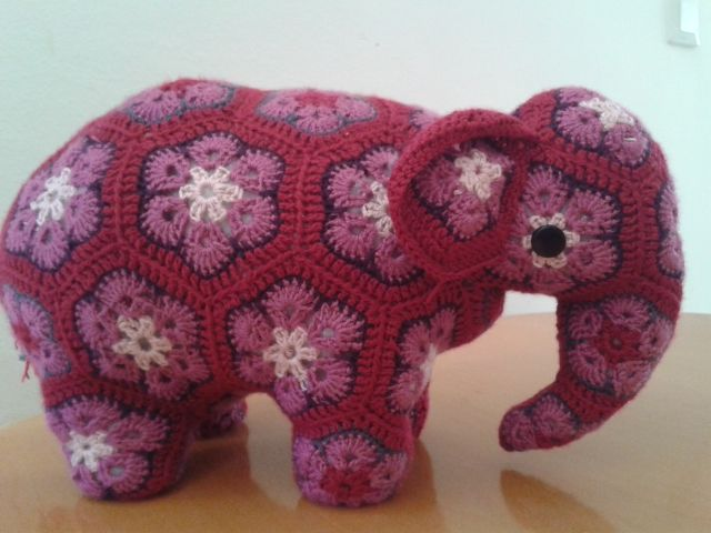 Elephants are one of my favorite animals. Collect them. When I started seeing african flower nellies, I knew I had to have one. This one from pattern by Anne Rutgrink on Ravelry