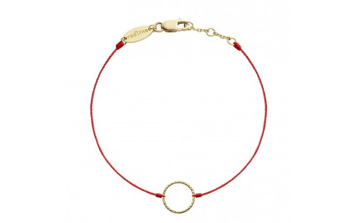 For Angels only! A hammered gold halo on RedLine string makes a charming minimalist bracelet. An 18K gold clasp and three linked rings make it size-adjustable. Available in 80 string colours and in three colours of gold.