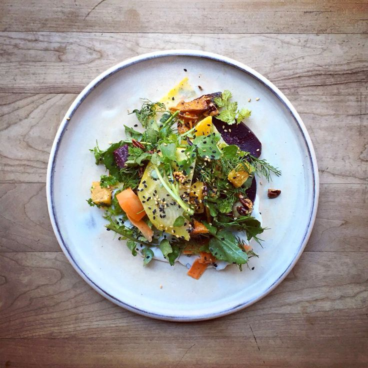 Salade de betteraves et carottes marinées sur tzatziki!