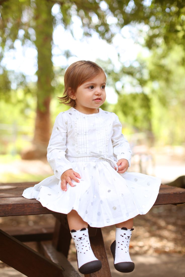 Attipas 'Cutie' will bring out the adorable nature in your little one! Featuring three sweet designs complete with miniature kitten ears, Attipas Cutie come in Pink, White and Gray.