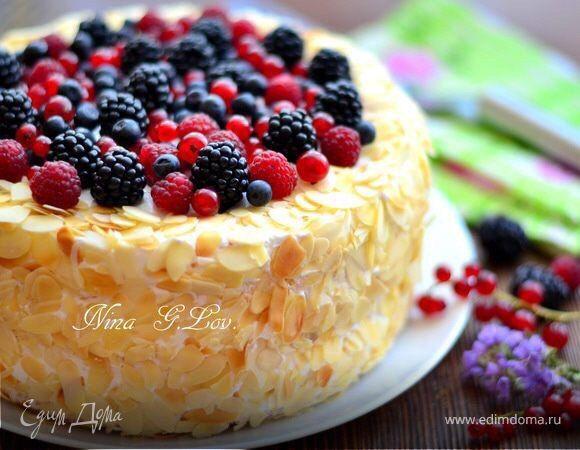 Торт летний «Лимонно-ягодный» Легкий летний торт, с бисквитом из белого шоколада, воздушным лимонным кремом, с легкой кислинкой в виде ягод. Устоять невозможно! #едимдома #рецепт #готовимдома #кулинария #домашняяеда #торт #лимон #ягоды #десерт #выпечка