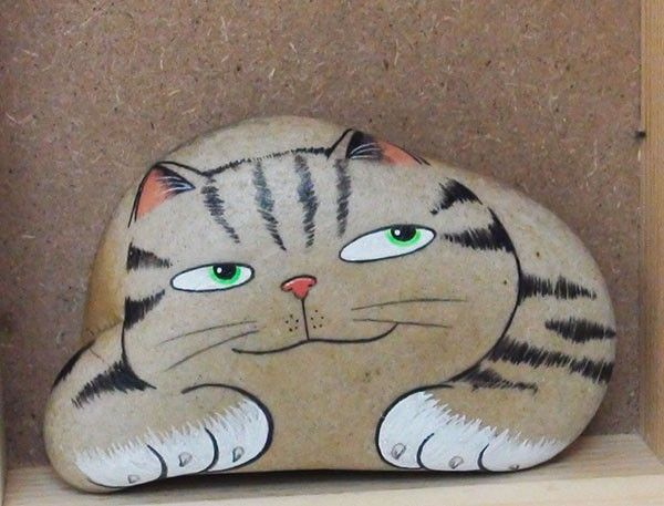 to find a rock like this to paint and put in one of my flower beds.