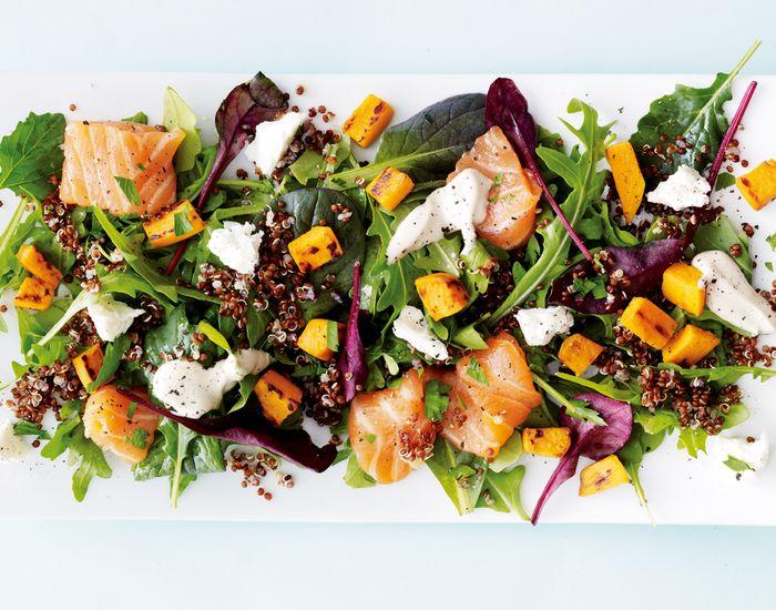 Få opskriften på en farverig salat, som du kan nyde til frokost eller servere til dine gæster som en sprød og mættende forret.