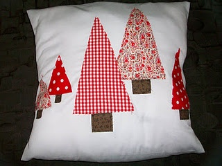 pinterest 365 day 159: christmas pillow using appliqué.  inspiration from allisa jacobs, she has AMAZING ideas and a real gift for sewing :)