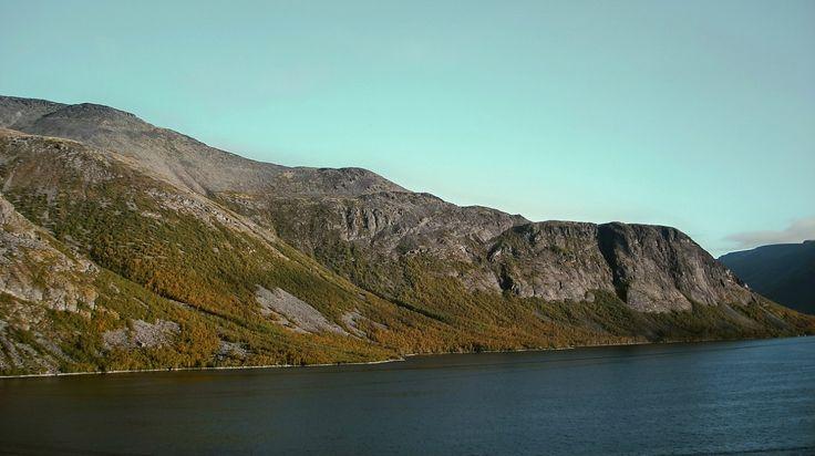 Озера и горы. Хибины. Кольский полуостров. Россия