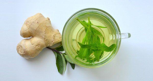 1. La boisson colorée: 1 poivron 3 carottes 1 concombre moyen 1demi-citron 1 pomme Faitesun jus à partir de tous les ingrédients. Buvez-le immédiatement pour ne pas que les antioxydants ne soient détruits. Afin de nettoyer votre foie et stimuler l'énergie et la santé buvez plusieurs verres par jour. 2. Thé vert et soupçon d'agrumes: …
