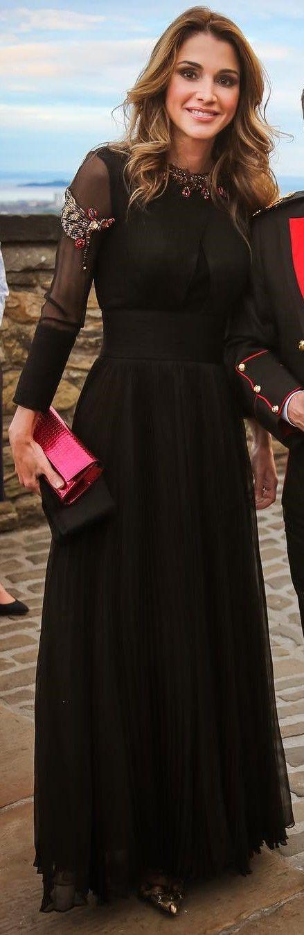 Queen Rania of Jordan. Queen OutfitArab ...