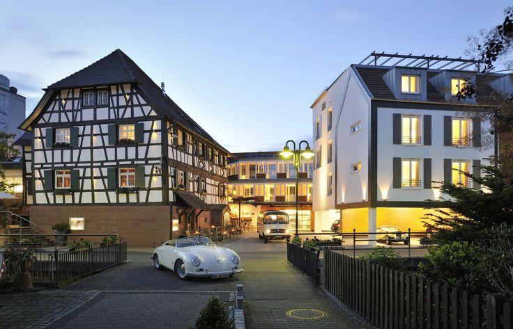 Oldtimer - Helene, Willhelm & Dean - Oldtimerliebhaber - Aussenansicht Hotel Ritter Durbach - badische Weinstraße
