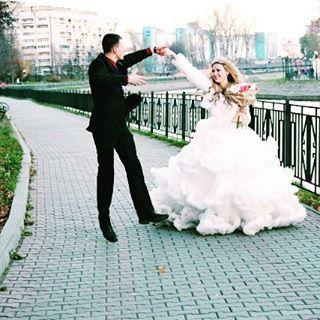 """Доступно к аренде волшебное платье """"Белоснежное облачко"""" ❄❄❄ Возможна аренда и в качестве свадебного платья 😍 👰 За подробностями обращайтесь в директ 💋 Сделав репост этой записи, Вы получите скидку на аренду 10% 😘😘😘 ❤💋#костюмернаяБлеск #лучшиеплатьясамары 💞 Очень пышное... очень воздушное... очень красивое 😍 белоснежное облачко 😍😍😍#костюмернаяБлеск ❤🤗#платьесошлейфом #платьеоблако #платьеоблакосамара #прокатплатьеввсамаре #арендаплатьеввсамаре #платьеваренду…"""