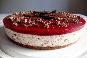 Tätä kakkua oon tehnyt mooooneen kertaan. Tätä Jarno halusi ja tätä syötiin eilen Jarnon kolmekymppisillä. Tähän kakkuun tein täyte-osuude...