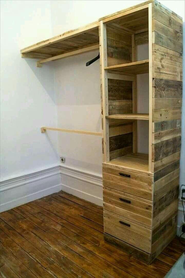Pallet corner closet