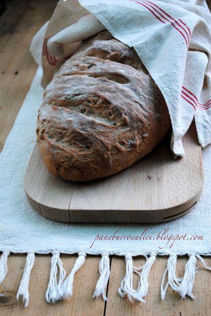 Pane, burro e alici: Il pane con noci, mandorle e miele!