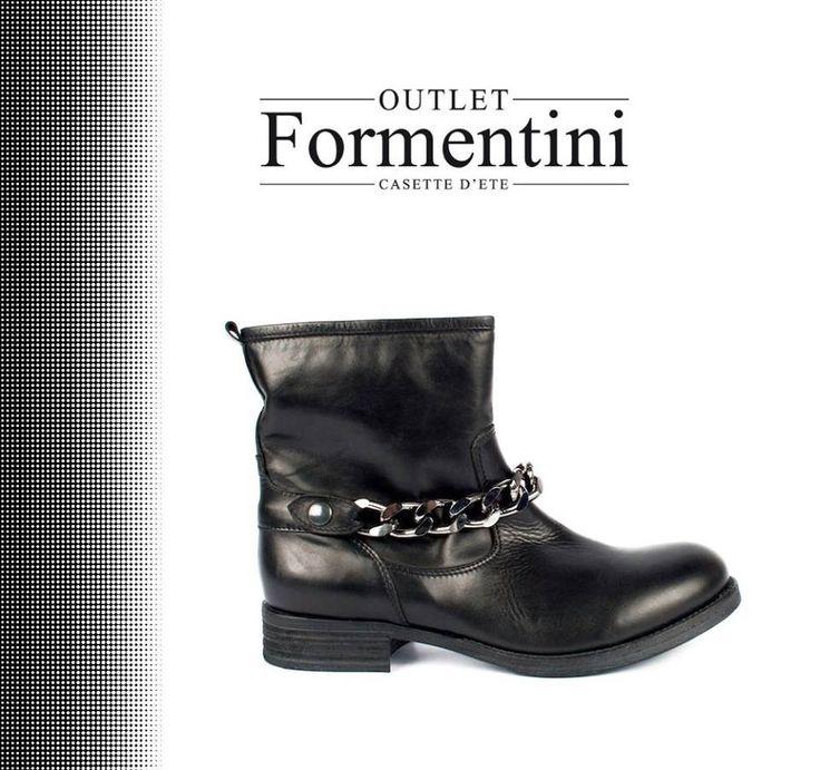 Stivali biker!!!! Veri e propri oggetti di culto da parte di noi donne, versatili, streetstyle!! Questi modelli sono tipici di uno stile che trae ispirazione dalla passione dei motociclisti in stile Harley Davidson! Da Formentini Outlet ne troverete di tutti i tipi!!! #Formentini #Shoes #WomanShoes #Glamour
