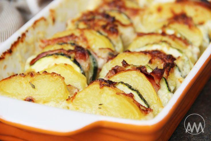 V kuchyni vždy otevřeno ...: Zapečená cuketa s brambory, slaninou a smetanou
