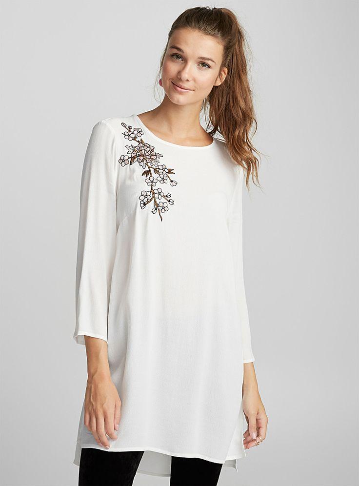 Exclusivité Twik - Une pièce minimaliste qui s'agencera avec toute ta garde-robe - Douce viscose fluide et légère - Fentes latérales Le mannequin porte la taille petit