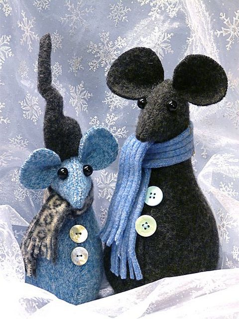 Christmas Mice by gingerbread_snowflakes, via Flickr