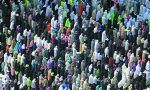 Lebih dari 2.000 relawan Muslimah disiapkan untuk melayani jamaah haji  JEDDAH (Arrahmah.com)  Tahun ini jumlah relawan Muslimah untuk haji mencapai lebih dari 2.000 orang menurut ketua pendiri dan ketua komite relawan Otoritas Bulan Sabit Merah Saudi (SRCA) di wilayah Makkah serta konsultan pengobatan keluarga Asmaa Al-Rifai.  Jumlah relawan mencapai 2.500 yang merupakan motivasi besar bagi relawan perempuan Al-Rifai mengatakan kepada Arab News.  Program sukarelawan Kementerian Haji dan…