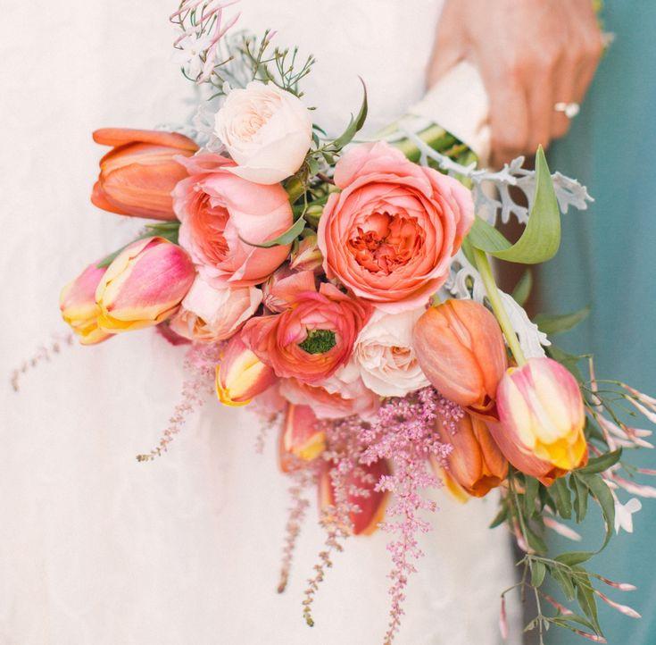 【SPUR】海外ブライズのこなれ感をブーケで演出 | おしゃれ花嫁が恋するボタニカルブーケ集
