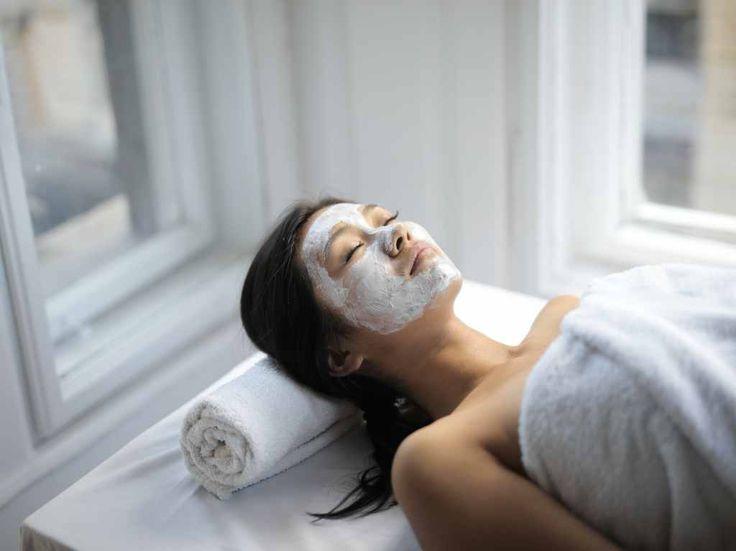 No necesitas salir para consentirte. ¡Arma tu propio spa en casa!   Dónde Ir Steaming Your Face, Home Spa Treatments, Spa Day At Home, Diy Spa, Facial Treatment, Niece And Nephew, Tips Belleza, Acne Prone Skin, Facial Masks