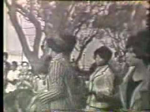 """Martha & The Vandellas """"Dancing in the Streets"""" 1960s Motown get up and DANCE!!!!"""