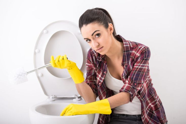 Homemade toilet cleaners are easy to make and inexpensive @designerssweetspot.com