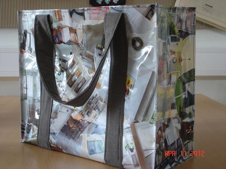 Väska av tidningsurklipp och bokplast