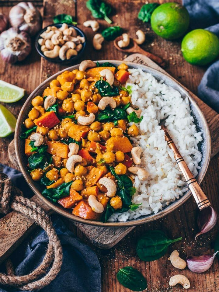 Pumpkin and chickpea curry with spinach and cashew nuts   – Kochen