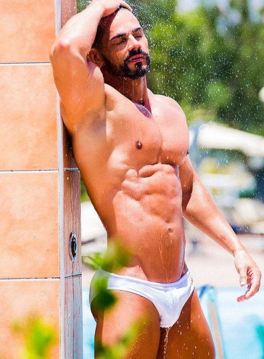 expert- arab naken i Göteborg