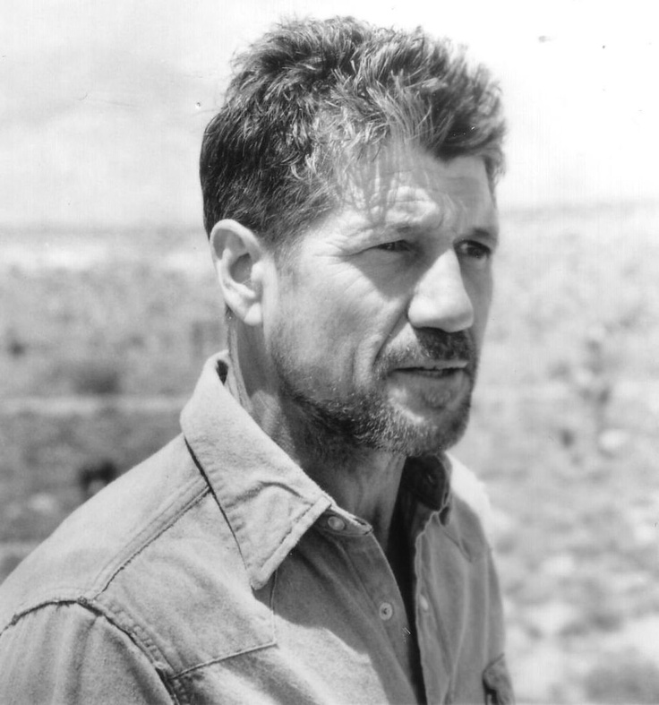 "Fred Ward in ""Tremors"""