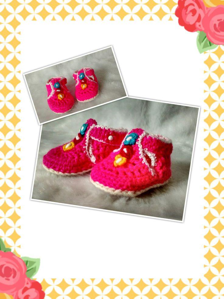 Baby small crochet boots. Botas de bebé en crochet