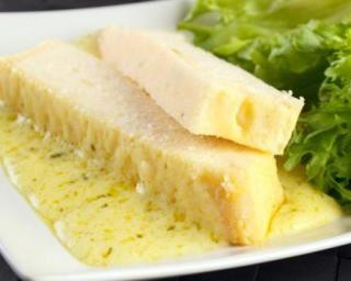 Pain de chou-fleur aux graines de sésame : http://www.fourchette-et-bikini.fr/recettes/recettes-minceur/pain-de-chou-fleur-aux-graines-de-sesame.html