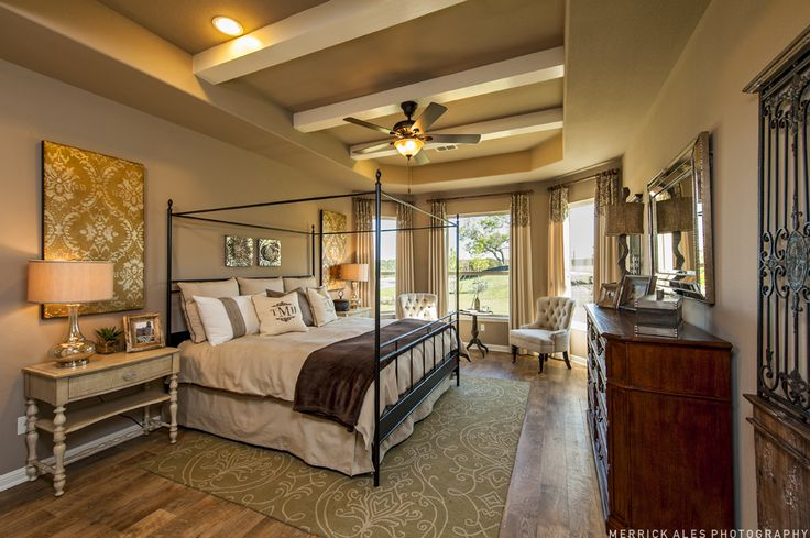 Master bedroom cream brown neutral master bedrooms for Master decoracion