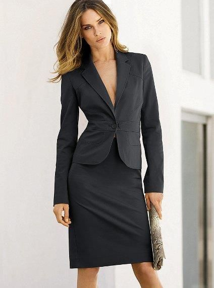 Выбор материала для женского делового костюма