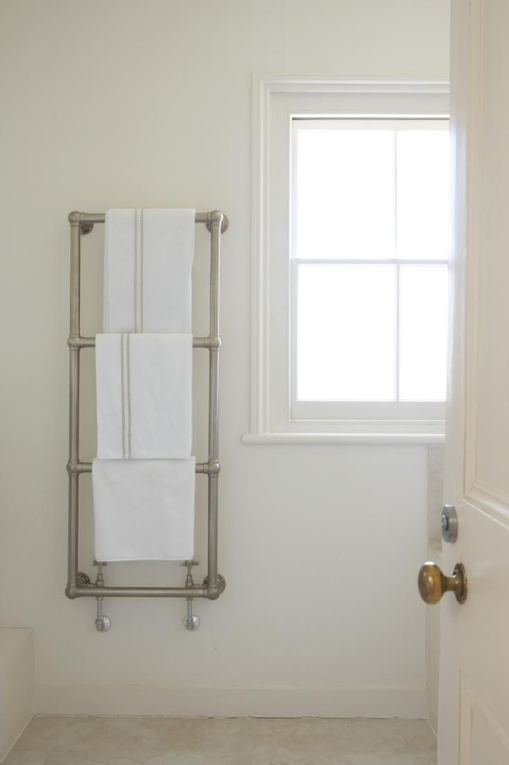 towel rack -- would be so easy to build using galvanized pipe