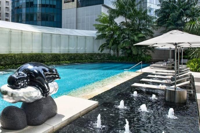 OopsnewsHotels - The St Regis Singapore. Set in Singapore City Centre, The St Regis Singapore is within an easy walk of Orchard Road. Outdoor tennis courts, a swimming pool and a sauna are just some of the deluxe facilities available to guests throughout their stay.