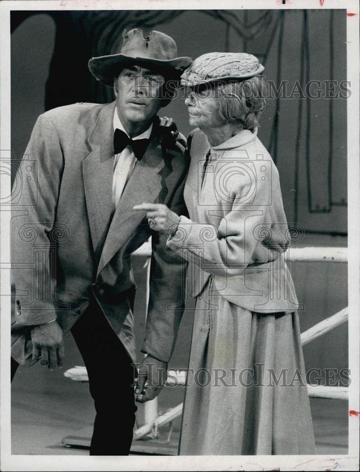 """1970 Press Photo Dean Martin & Irene Ryan On """"The Dean Martin Show"""" - RSL60605"""
