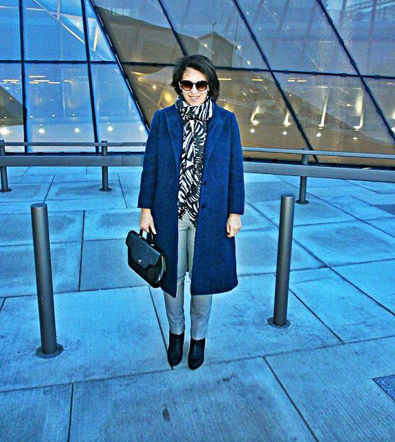 VGRV blog, navy coat, palm printed scarf, black white printed pants, vinatge 80s bag