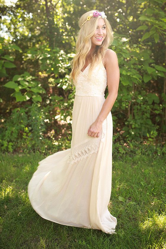 This maxi is perfect for a spectacular summer night! Wear it with wedges and a few delicate bracelets for an ethereal look that's sure to stun!